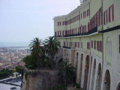 Vista de la ciudad de Cagliari en la isla de Cerdeña
