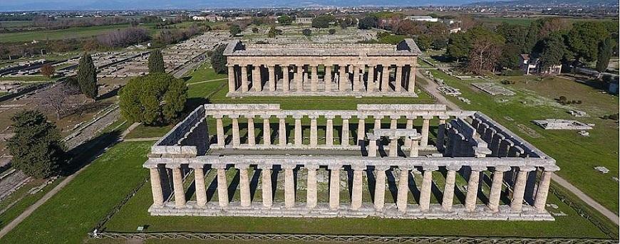 Tour que pasa por Paestum
