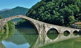 Ponte della Maddalena en Toscana
