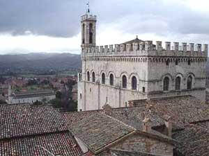 Tour que pasa por Gubbio en Umbria